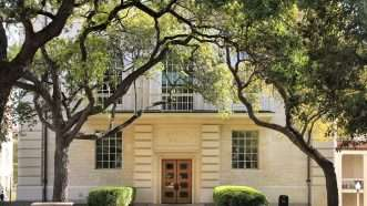 https://commons.wikimedia.org/wiki/Category:Campus_of_the_University_of_Texas_at_Austin#/media/File:Batts_hall_2014.jpg