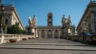 empty-plaza-Rome-3-11-20-Newscom