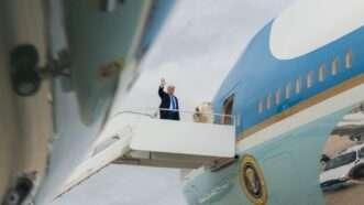 Trump-waving-WH-3