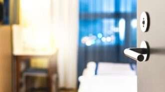 hoteldoor_1161x653