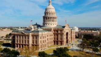 https://commons.wikimedia.org/wiki/File:TexasStateCapitol-2010-01.JPG