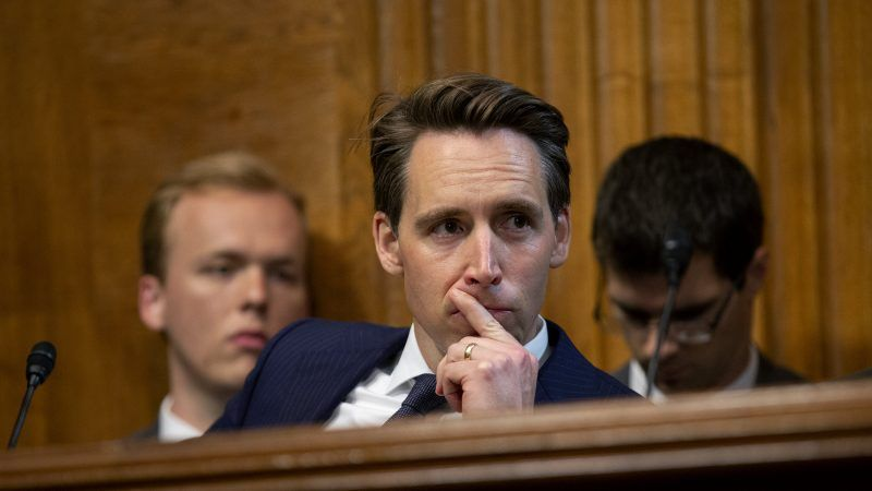 Hawley Introduces Bill to Ban 'Addictive' Social Media Features