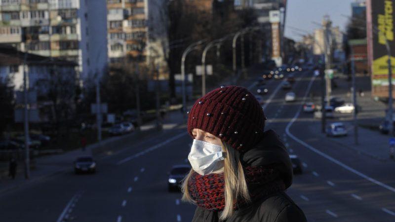 masked-pedestrian-3-24-20-Newscom