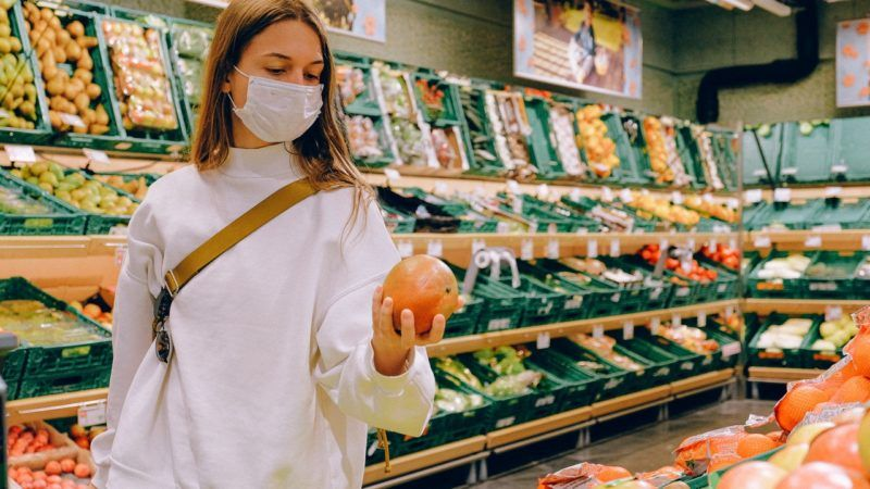 woman-wearing-mask-in-supermarket-Pexels