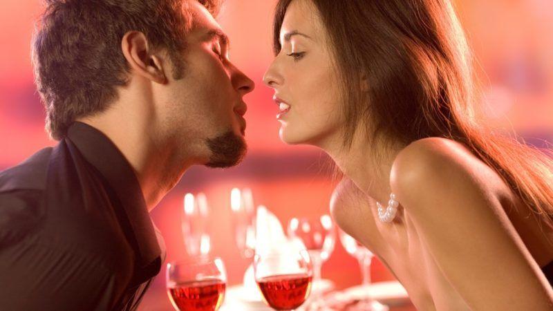 kissing_1161x653