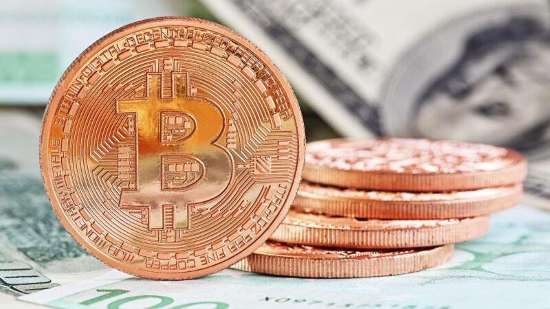 bitcoinsanddollars_1161x653