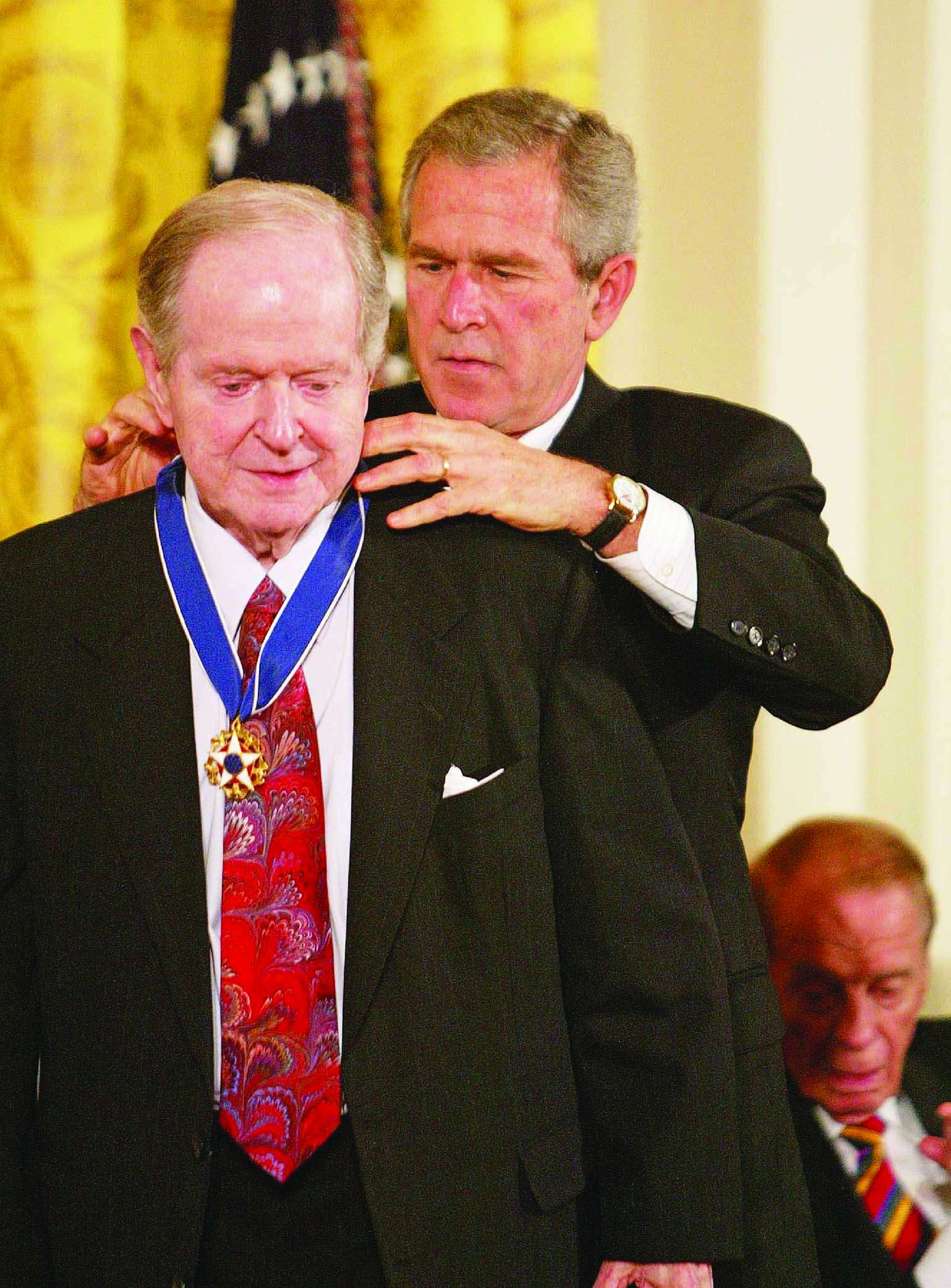 Robert Conquest receiving the Presidential Medal of Freedom