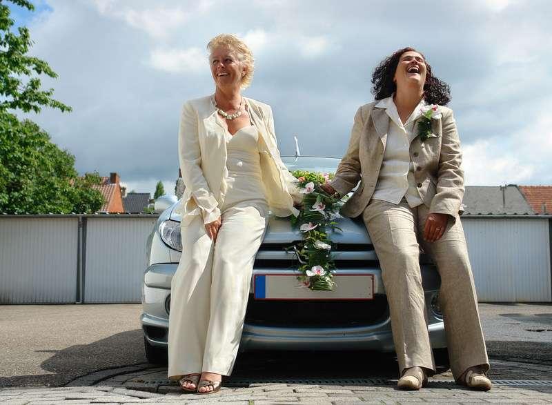 OMG, did the car peform the wedding?