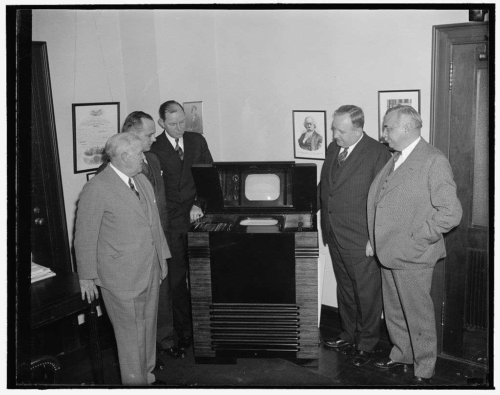 FCC examine TV in 1939