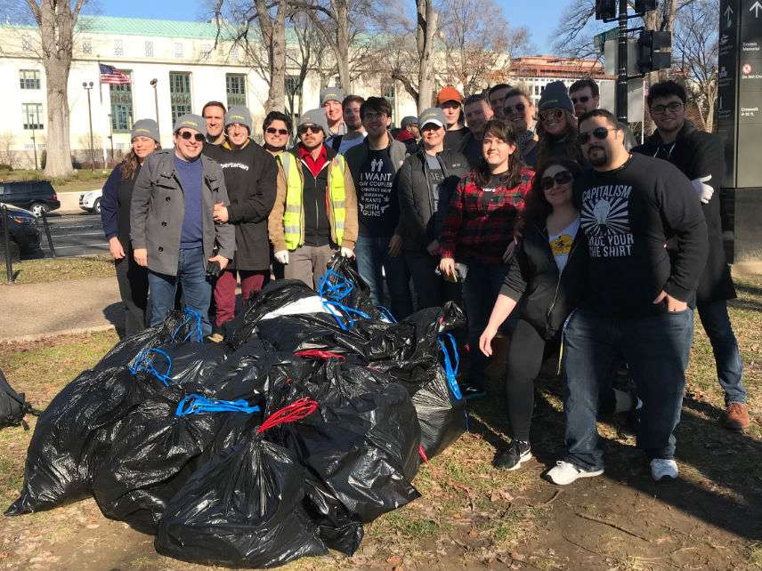 Libertarian Party volunteers clean up the National Mall on Jan. 6, 2019. ||| lp.org