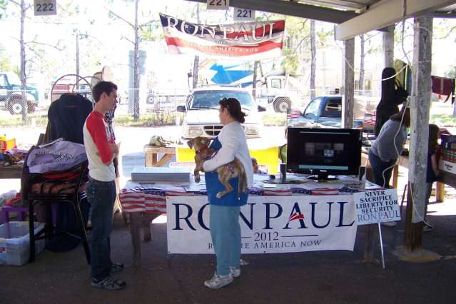 """Ron Paul in the Florida Grassroots: Flea Markets and """"Sign Bombs"""