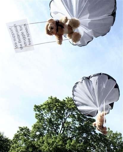 belarus bears on parachutes