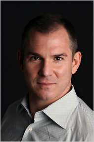 Frank Bruni is really good at posing for photographs. |||