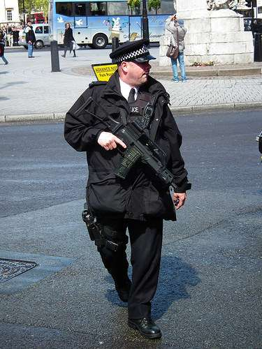 Met Police Armed with Rifle