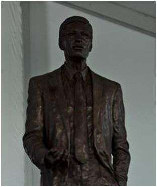 Seriously, there's a statue of Bud Selig in Milwaukee. Infinite D-baggery. |||