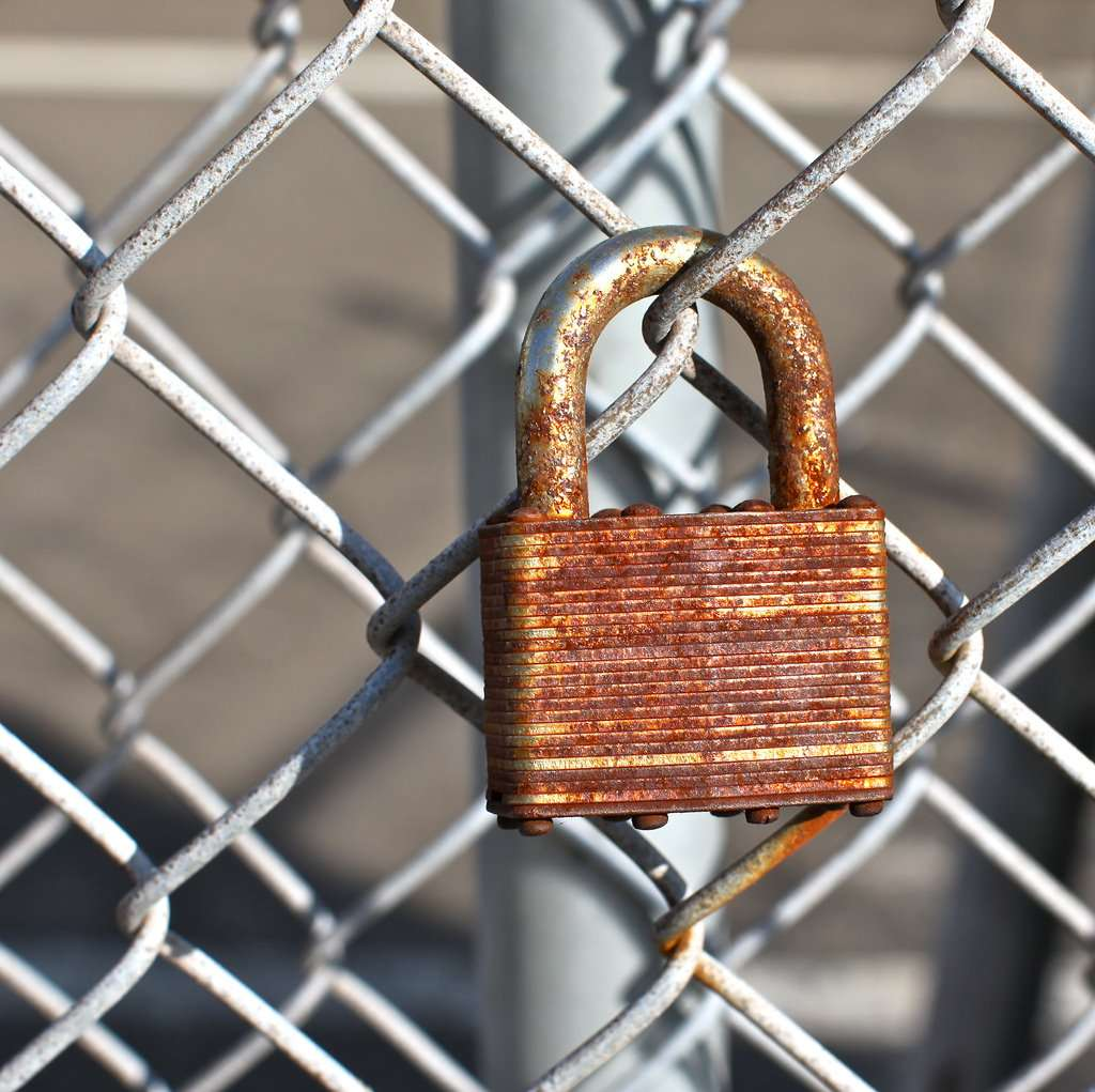 Locked gate|||Torbakhopper/Flickr