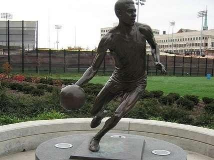 U Cincinnati Oscar Robertson statue