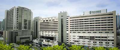 Thailand's Bumrungrad International Hospital serves 400,000 foreign patients a year. |||