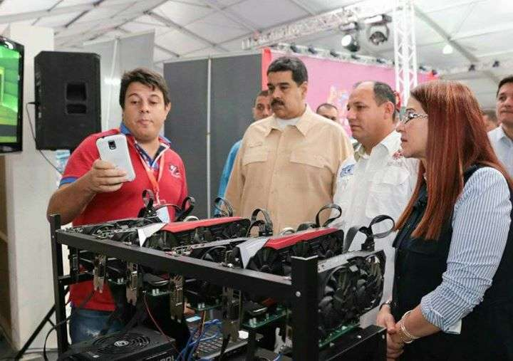 President Maduro examines cryptocurrency miners |||