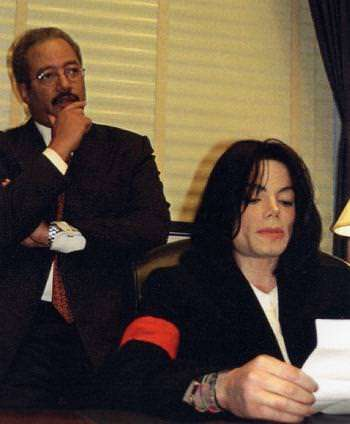 Image found on the Congressman's website: http://fattah.house.gov/images/user_images/photogallery/fattah_and_michael_jackson.jpg
