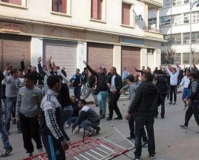 Algerian pedestrians fight for the right to jaywalk.