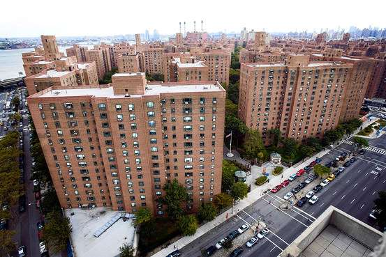 Stuy Town 2006: $5.4 billion. Stuy Town 2010: $2 billion. Screwing taxpayers for Manhattan real estate: priceless.