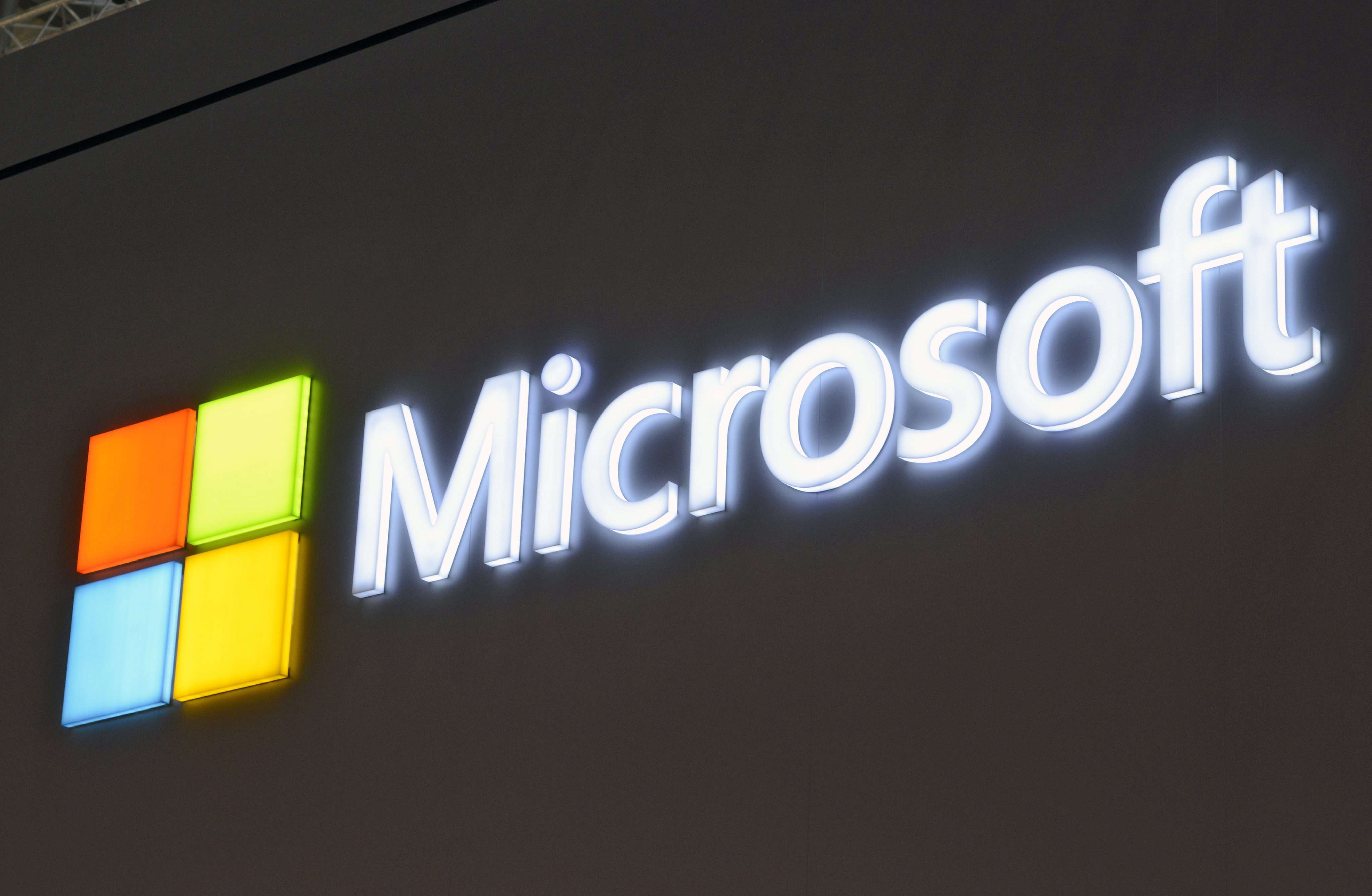 epa04855933 (FILE) A file image dated 05 March 2013 showing the Microsoft logo at Microsoft stand at the CeBit trade fair, Hanover, Germany. Microsoft announced on 21 July 2015 a revenue loss of 2.1 billion dollars bringing its revenue to 22.2 billion dollars for the fourth quarter. EPA/MAURITZ ANTIN