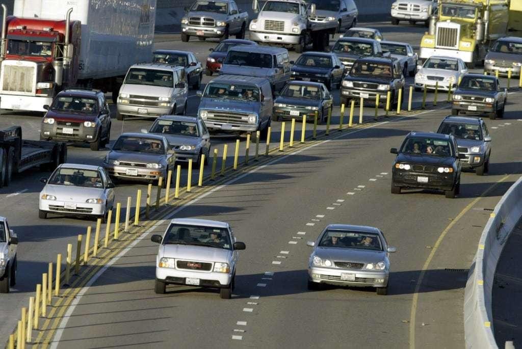 Communters travel on the westbound 91 Freeway in San Diego. (Glenn Koenig /Los Angeles Times, file)