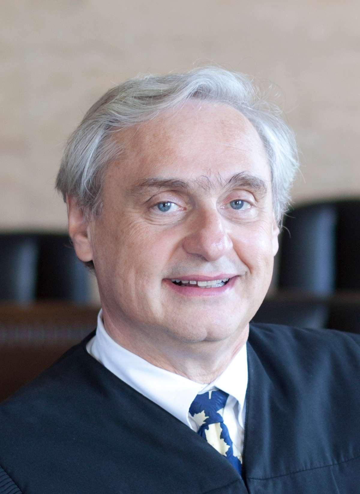 Judge Alex Kozinski, U.S. Court of Appeals for the Ninth Circuit (official photo).