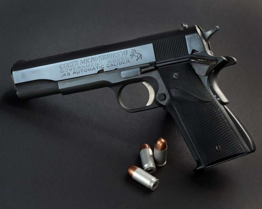epa04801595 A Colt Mark IV Government Model 45 caliber handgun pictured with ammunition in Los Angeles, California, USA 15 June 2015. EPA/PAUL BUCK
